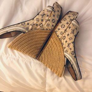 Louie Vuitton Wedges size 37 - 7